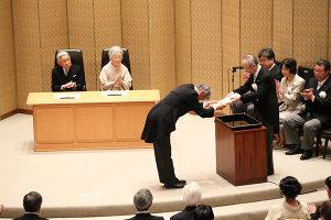 【受賞】清水展(名誉教授)が『草の根グローバリゼーション─世界遺産棚田村の文化実践と生活戦略』 により第107回 2017年日本学士院賞を受賞しました。