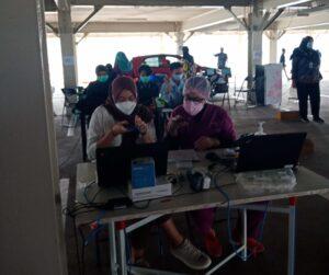 コロナ・クロニクル: インドネシアの新型コロナウィルス感染症 ──都市における深刻な感染状況とワクチン接種の進展── を公開しました。